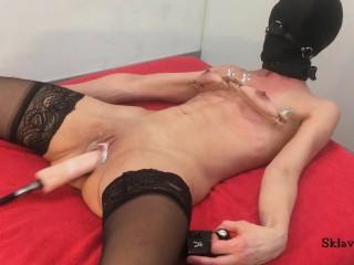 Slave S fucking machine self service orgasm squirt dildo machine orgasm