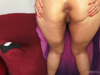 Chubby with upskirt shows her behind and vagina from behind