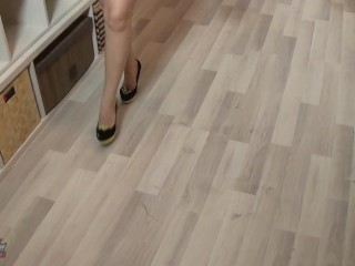 Upskirt modelling and peeing in pumps