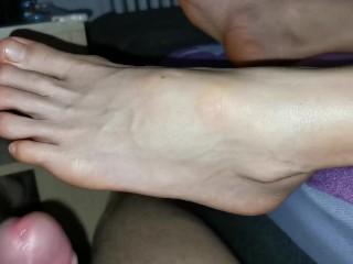 Masturbation near stunning feet, footjob