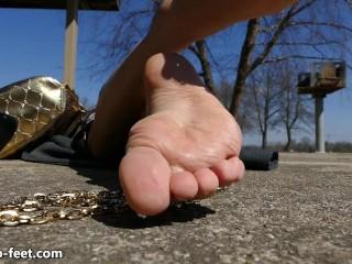 Chicago Feet Goddess Ruby Feet Outside