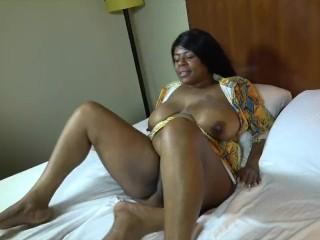 INTERRACIAL SHOWDOWN butt VS boobs BATTLE OF CHICAGO