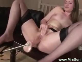 Mature fucked hard by sex machine