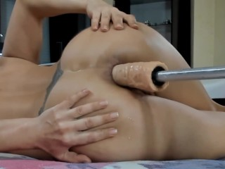 Lady__lovee fucks her ass with a fucking machine