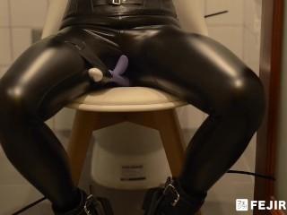 [fejira com]Leather girl self bondage and masturbating orgasm
