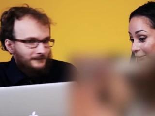 Девственник смотрит порно с порноактрисами [Popcorn Studio]