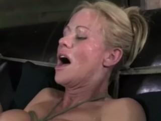 BDSM SLUT HARDCORE SQUIRTING