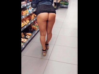 Sexy babe flashed pussy and ass in the store and on the street