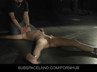 Marylin has an vibrating bdsm orgasm
