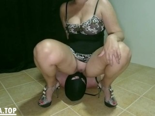Peeing in his mouth. Femdom pee and cleanup