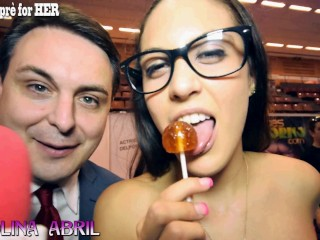 Carolina Abril gives a blow job lesson for Andrea Diprè