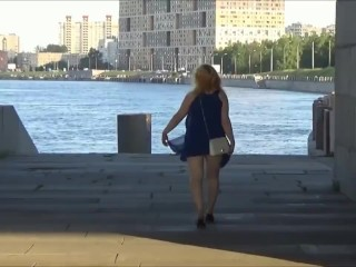 Flashing pussy and ass in city
