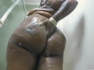 Shower VS Big ass booty (watch me fuck on onlyfans Mzboutit)