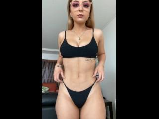 Lilith Cavali enseñando culo en onlyfans video