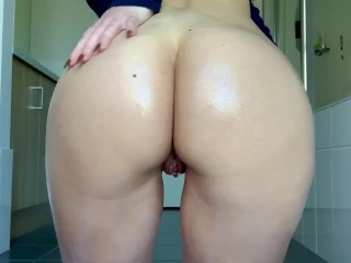 OnlyFans Teen Red  Covers Herself in Oil and Rubs Her Juicy Asshole, Pussy, and Twerks For The Camer